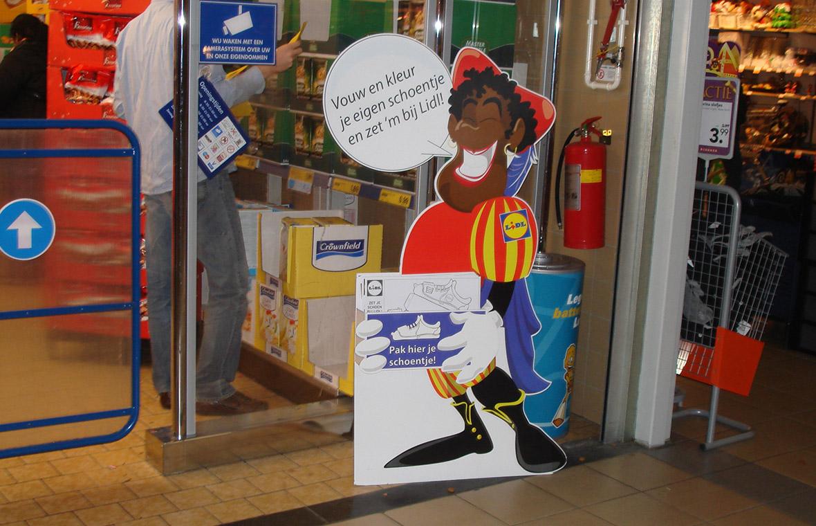 lidl sinterklaas pieten drukwerk winkels kleur cartoon staand