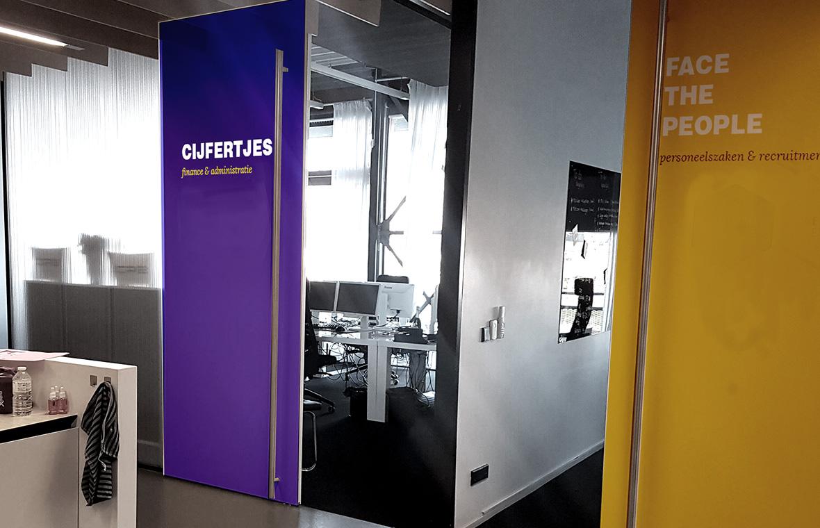 facethepublic grafisch ontwerp interieur huisstijl kantoor deuren